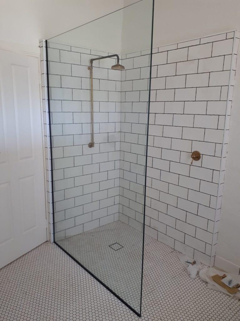 Shower screen frameless